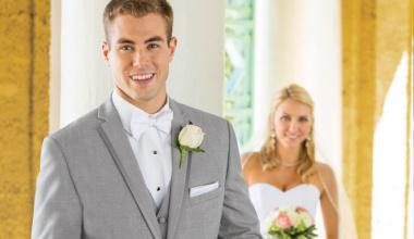 Что одеть жениху на свадьбу: френч, смокинг или костюм?