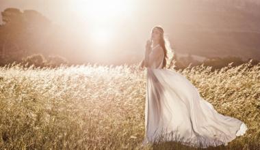 Какое свадебное платье подойдет осенью?