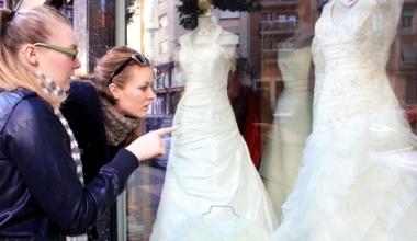 Как правильно примерять свадебное платье в салоне?